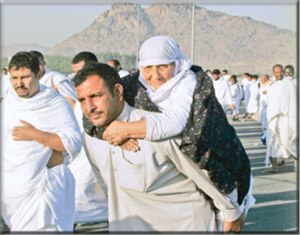 A-man-taking-his-old-mother-to-Hajj